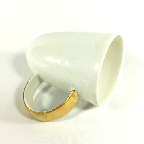 Porzellanbecher-Unikat mit goldenem Henkel Bild 1