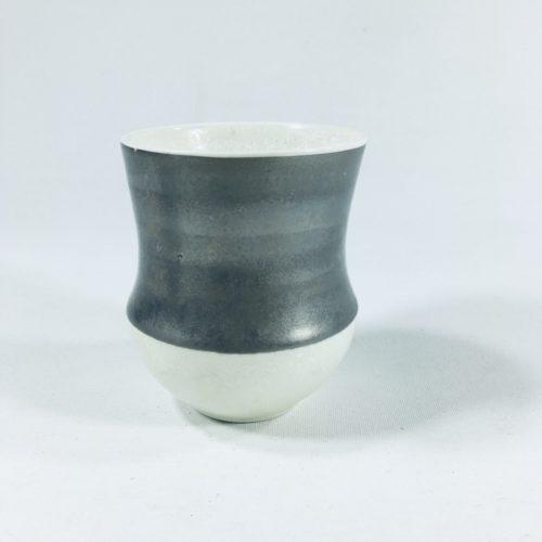 Porzellanbecher-Unikat mit breitem Silberrand Bild 1